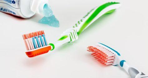 toothbrush-3191097_640